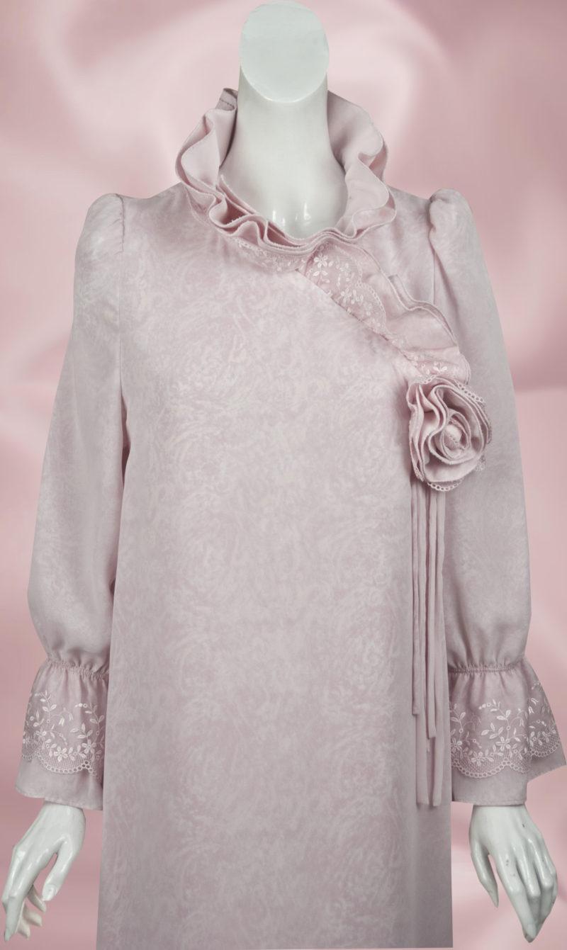 エンディングドレス・レースをフリルフリル使いしているピンクのドレス